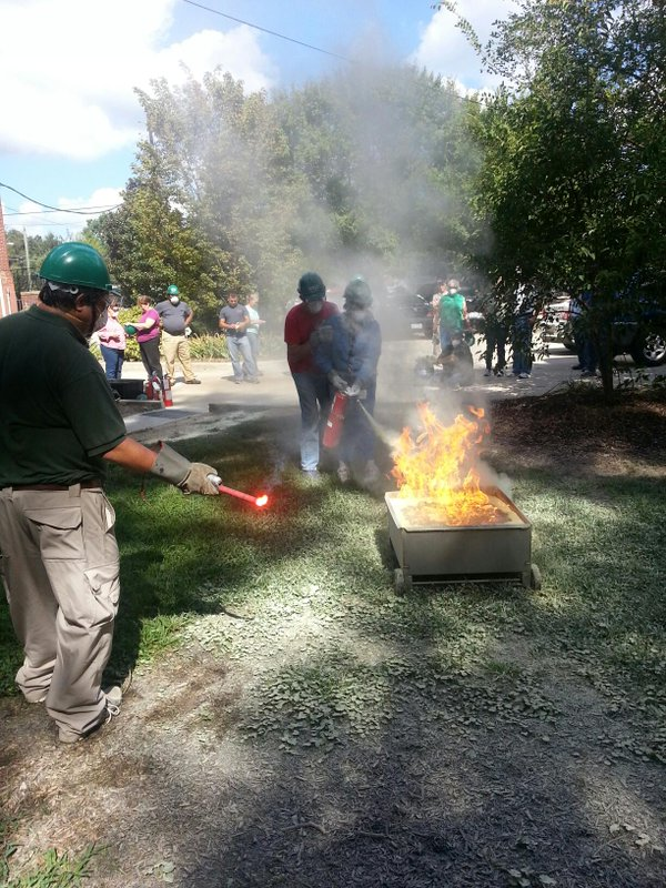 Oakwood CERT members learn basic firefighting